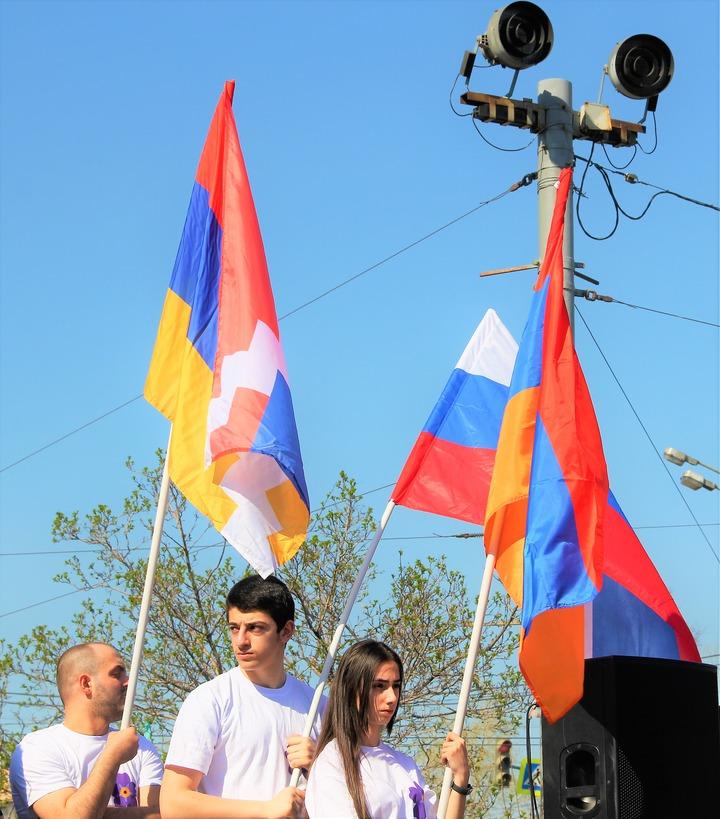 Опрос: В армянской общине Москвы произошел раскол из-за дела сестер Хачатурян