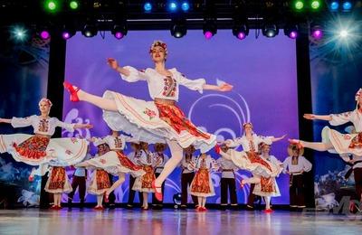 """На фестивале """"Созвездие наций"""" в Хабаровске показали этнические танцы"""
