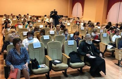 Руководитель реготделения Гильдии межэтнической журналистики зачитала текст диктанта на мордовских языках