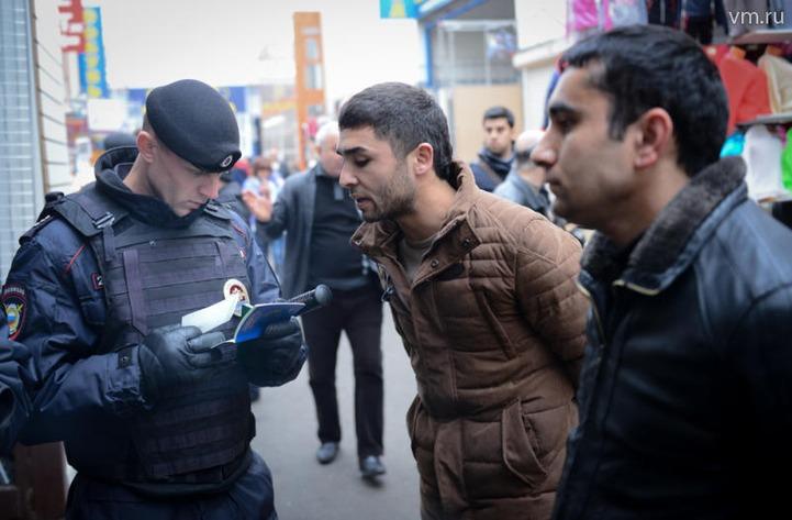 Полиция Москвы в ходе рейда  в торговом центре задержала более 300 мигрантов