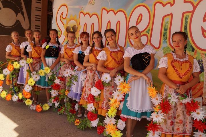 """На немецком """"Sommerfest"""" в Алтайском крае прошел конкурс любителей пива"""