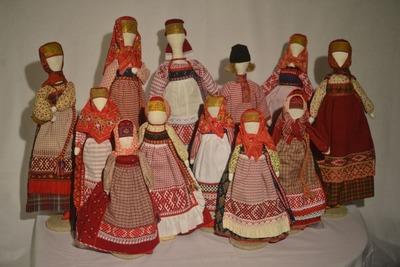 В Ленобласти открылась выставка кукол в национальных костюмах
