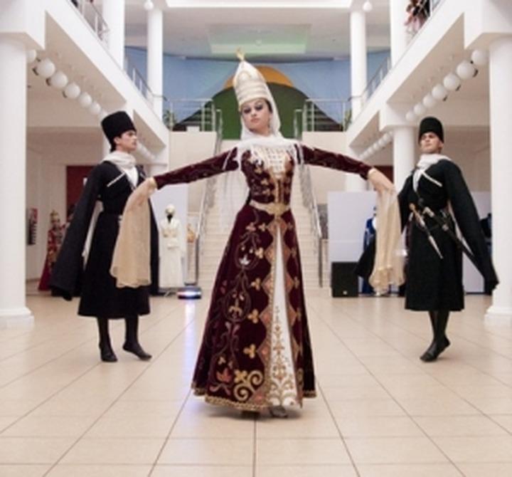 В Туапсе открылась выставка национальных костюмов