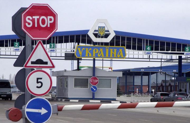 СМИ: Лидеру украинской общины Москвы запретили въезд в Россию