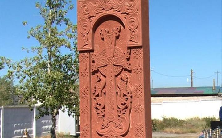 В Бурятии установили армянский поклонный крест-камень