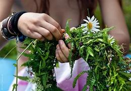 Плести обережные и молодильные венки научат на Яблочном Спасе в Югре