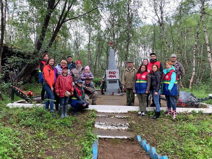 Коренные народы Мурманской области благоустроили захоронение бойцов лыжных бригад