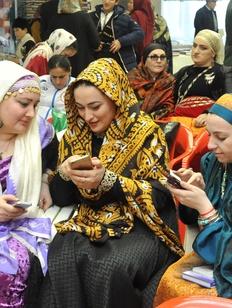 Флешмоб национальных костюмов пройдет на юбилейном фестивале родных языков в Махачкале