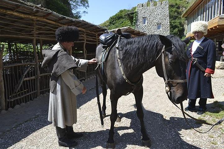 В Карачево-Черкесии воссоздали карачаевскую деревню
