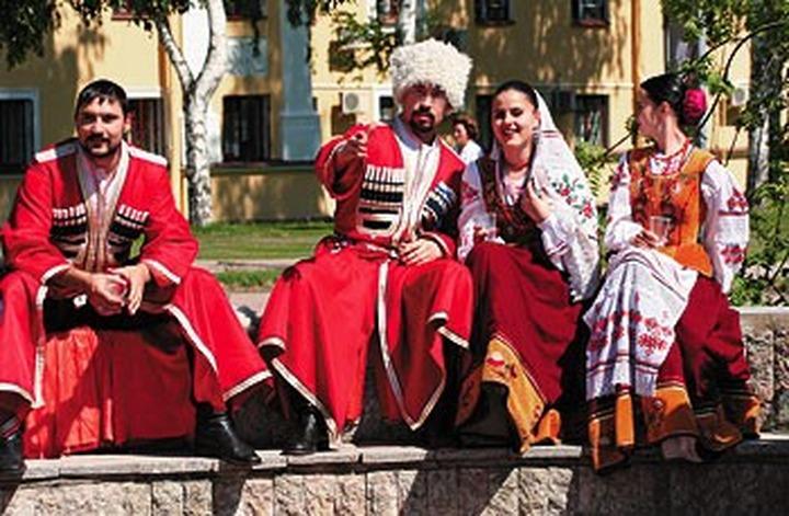 Кривошеинские казаки щегольнут новыми костюмами