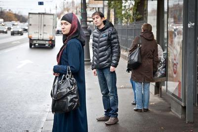 Сова: В Москве фанаты пытались напасть на девушку в хиджабе