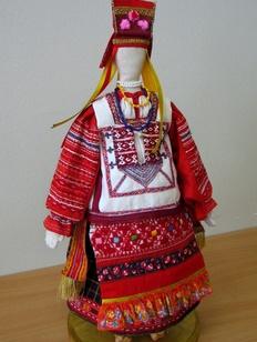 В Петербургском музее кукол демонстрируют русских красавиц