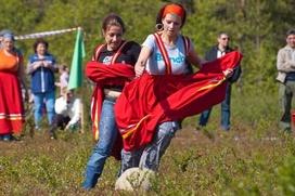 Футболистки Кольского полуострова готовятся к турниру по саамскому футболу
