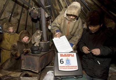 Для голосования оленеводов и общин использовали самолеты, вертолеты, лодки и вездеходы