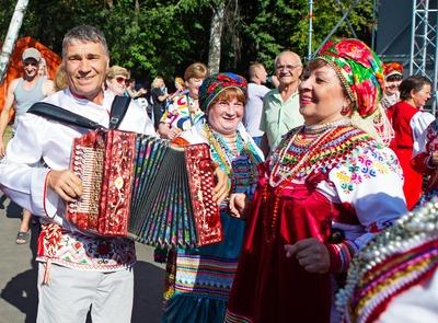"""Флешмоб """"Я танцую по-мордовски"""" прошел на """"Шумбрате"""" в Москве"""