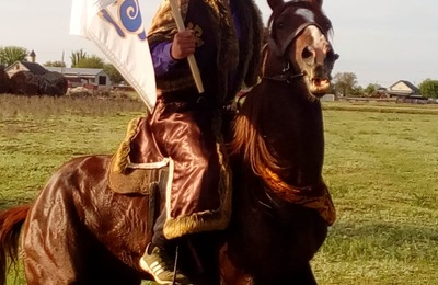 Казаки и ногайцы провели традиционную конную экспедицию ко Дню Победы