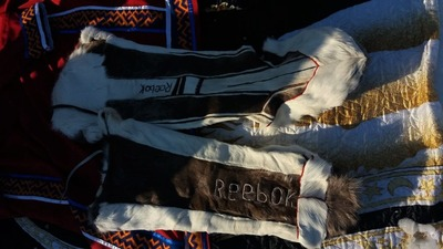 """Национальные северные костюмы с надписями """"Reebok"""" и """"Adidas"""" появились на Ямале"""