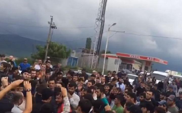 Властям снова пришлось разнимать сход чеченцев и аварцев в Дагестане