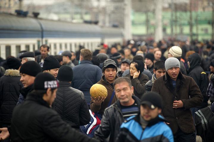 ВЦИОМ: Россияне видят самую большую угрозу в заселении страны мигрантами