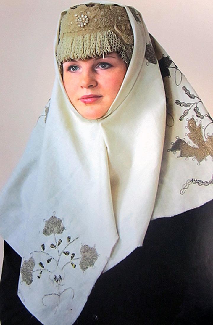 Жительницы Петрозаводска узнают старинные секреты ношения платков