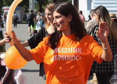 """Многонациональный """"Абрикос"""" в Москве"""