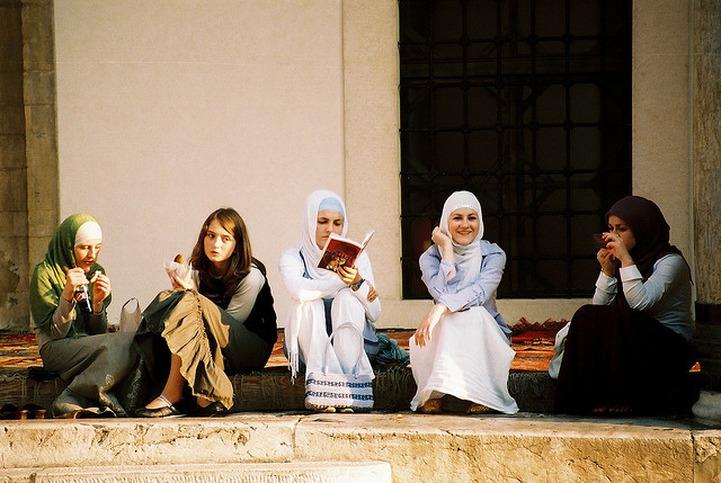 В Волгоградском госуниверситете запретили хиджабы