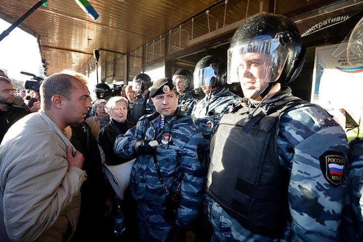 Полиция задержала 400 человек во время беспорядков в Бирюлеве