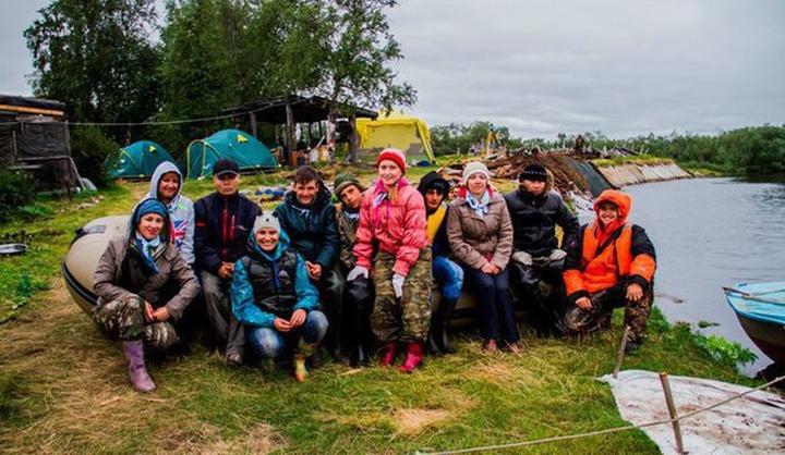 Ямальские школьники проплыли на лодках 500 км к священным местам ненцев