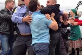 """Полицейские, не заступившиеся за коллегу на рынке """"Матвеевский"""", задержаны"""