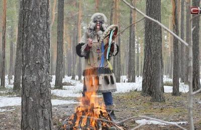 Обряд на избавление России и мира от коронавируса провела сургутская шаманка