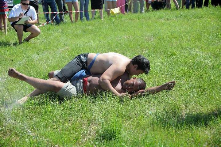 В Кемеровской области сразились шорские и телеутские богатыри