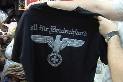 Полиция Владивостока изъяла футболки с нацистской символикой