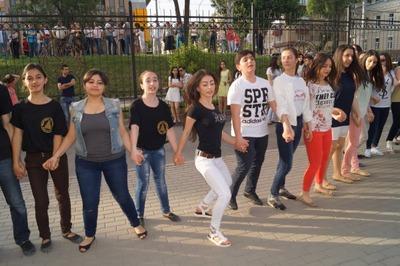 Полторы тысячи армян исполнили в Ростове-на-Дону национальный танец