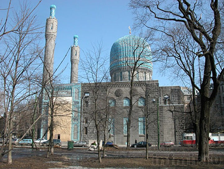 Жителей Петербурга будут судить за оставленный у ворот мечети муляж бомбы и свиную голову