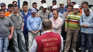 В Крыму прошли обыски в ФМС и домах крымских татар