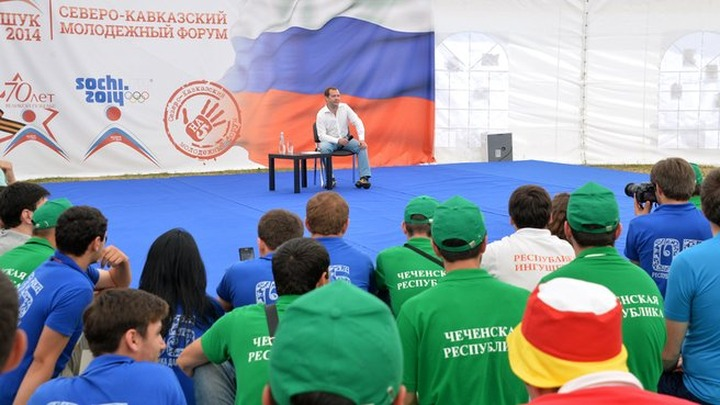 Медведев: Нужно тщательно изучить законопроект о языках народов России