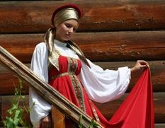В Барнауле открылась выставка традиционных русских костюмов