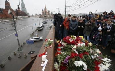 СМИ: Националисты подрались с волонтерами на месте гибели Немцова