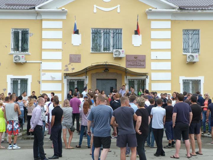 После ночного антимигрантского митинга власти Среднеуральска пообещали жителям принять меры