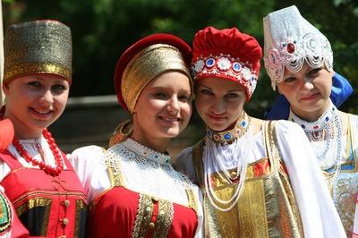 В Смоленске открывается выставка национальных костюмов