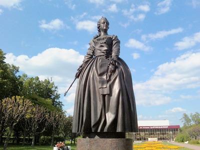 Мэр Казани посоветовал отложить установку памятника Екатерине II