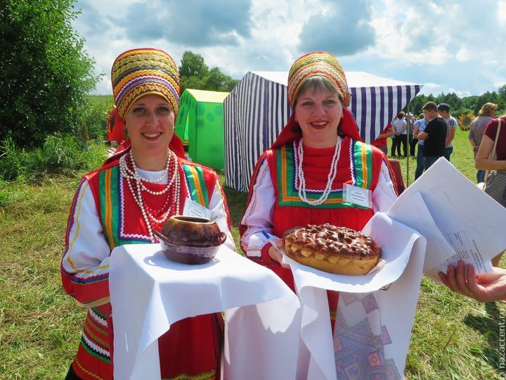 Членов пензенского правительства побили вениками на мордовском народном празднике
