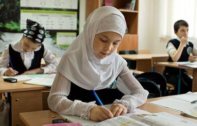 Большинство россиян высказались против ношения хиджабов в учебных заведениях