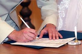 В России выросло число мигрантов, получивших гражданство через брак
