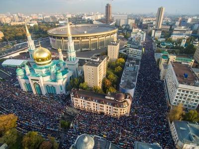 Более 250 тысяч мусульман помолились на Ураза-байраме в Москве