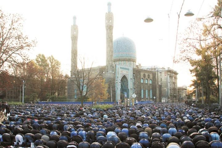 Организаторов провокаций во время Курбан Байрама в Петербурге обвиняют в экстремизме