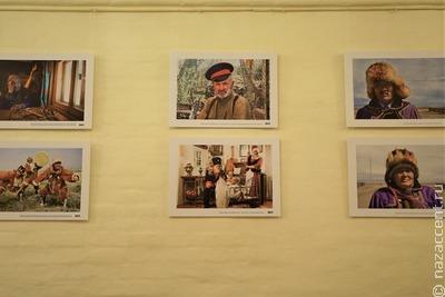 Выставка фотографий народов России открылась в Доме народного творчества