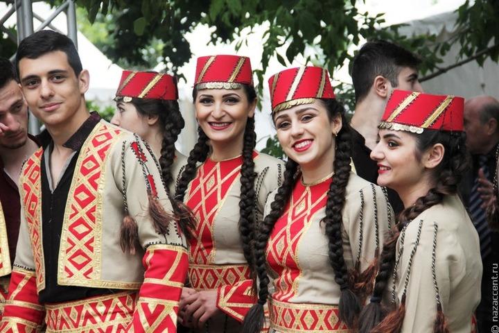 Артисты из Грузии и Армении выступят на празднике национальных культур в Москве