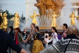 Массовый хоровод-флешмоб прошел по регионам России