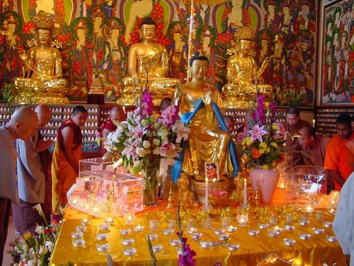 Власти и активисты из Калмыкии объявили сбор денег на выкуп буддистских реликвий